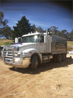 2010 Freightliner Columbia - Trucks for Sale