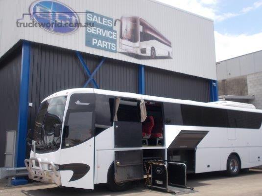 2002 Hino CM277 Coach - Bill Slatterys Truck & Bus Sales