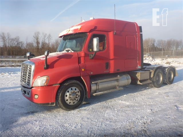 Lot # 185 - 2010 FREIGHTLINER CASCADIA 125