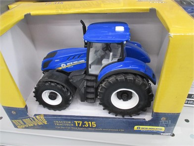 TOY NEW HOLLAND T7 315 TRACTOR Other Items For Sale - 1