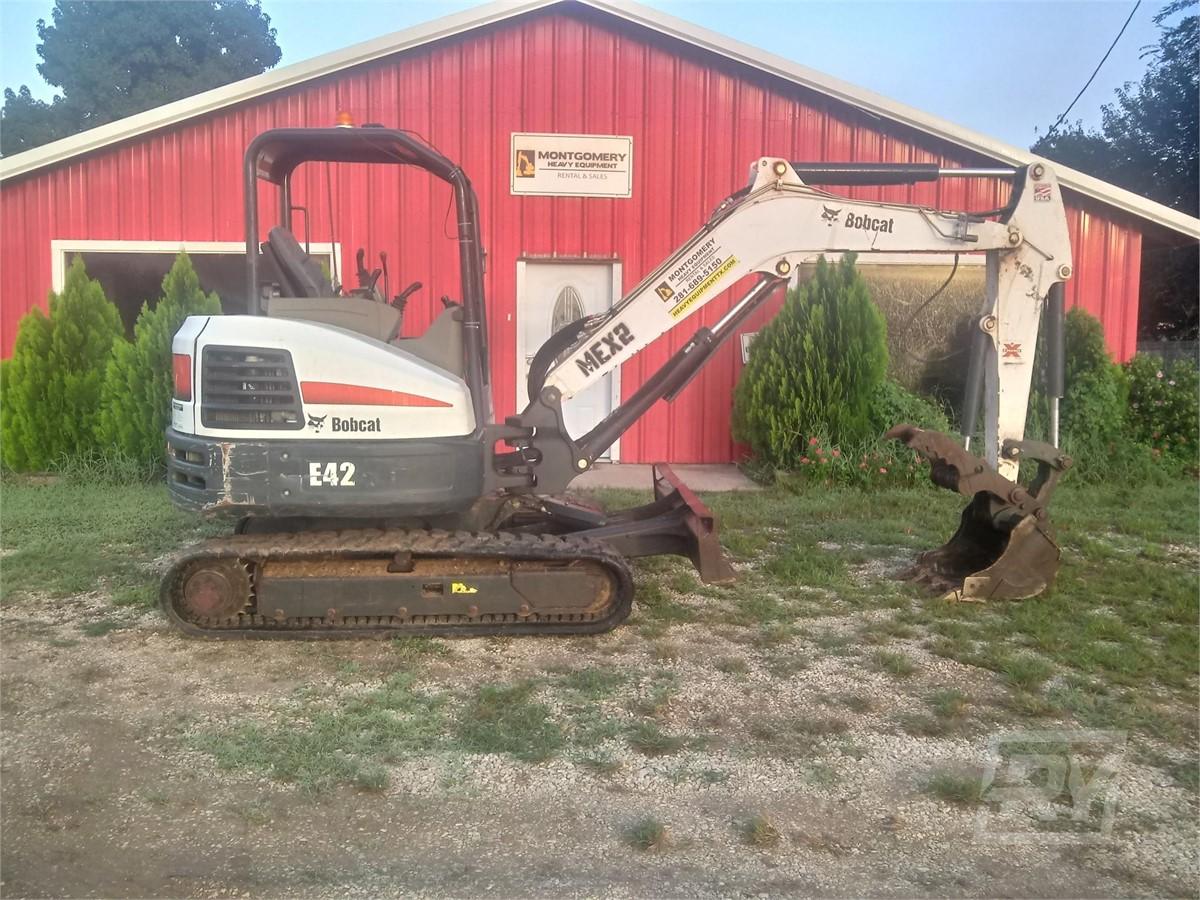 www heavyequipmenttexas com   2015 BOBCAT E42 For Rent