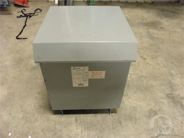 Lot # 7006 - HAMMOND THREE PHASE DRY TYPE TRANSFORMER