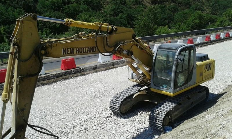 NEW|HOLLAND E235BSR Usato
