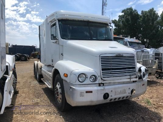2001 Freightliner C112 - Wrecking for Sale
