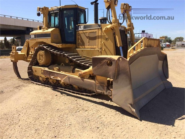 2002 Caterpillar D8R II Dozers - Tracked heavy machinery for