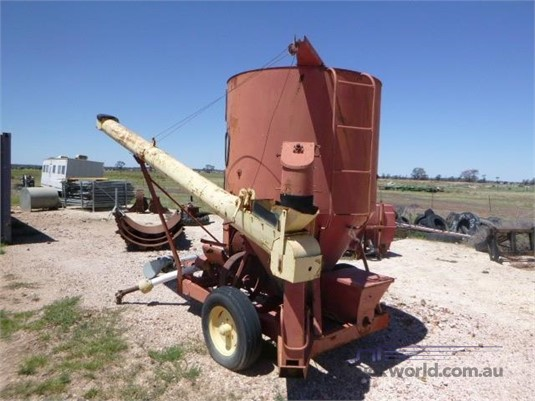 Unknown Grain Crusher Auger - Farm Machinery for Sale