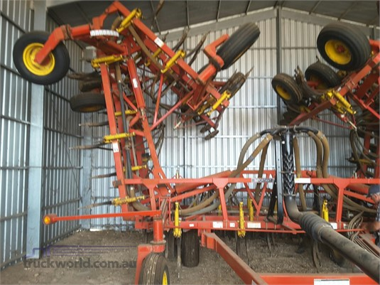 2005 Bourgault 8810 - Farm Machinery for Sale