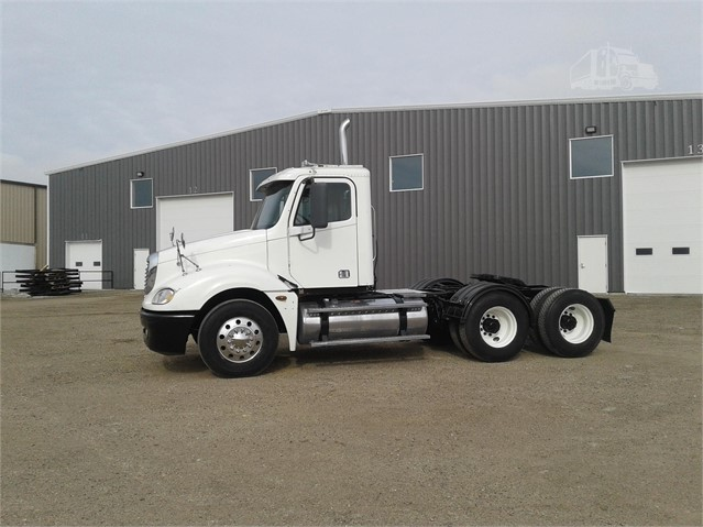 2004 FREIGHTLINER COLUMBIA 120 For Sale In Farley, Iowa