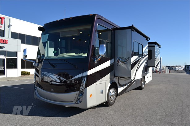 TIFFIN ALLEGRO BREEZE 31BR Diesel Class A Motorhomes For Sale - 2
