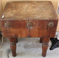 EARLY 20TH C. MAPLE BUTCHERS BLOCK, OLD