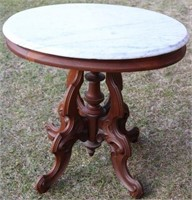 LATE 19TH C. VICTORIAN WALNUT OVAL MARBLE TOP