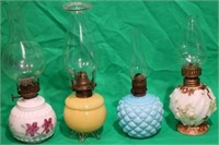LOT OF 4 MINIATURE FINGER LAMPS, 1 FOOTED, 1