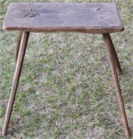 EARLY 19TH C. CARVED WOODEN SPLAY LEG STOOL,