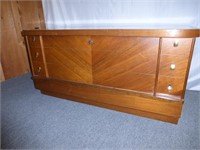 Honderich Furniture Co. Milverton Cedar Chest