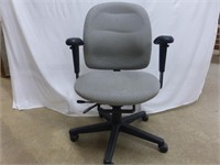 Biege Upholstered Adjustable Office Chair w/Arms