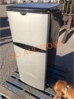 Frigidaire Refrigerator / Freezer