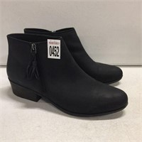 CLARKS WOMENS BOOTS SIZE 11