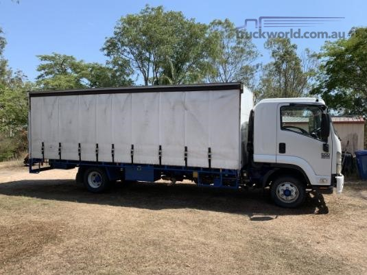 2009 Isuzu FRR 600 Long - Trucks for Sale
