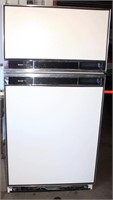 Refrigerator/Freezer (view 1)