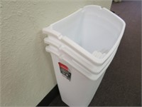 (3) Plastic Trash Cans