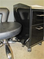 PEDICURE TROLLEY WITH STOOL (STOOL MISSING WHEEL)