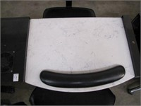 CLASSIC MANICURE TABLE WITH 2 CHAIRS