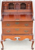 EARLY 20TH C. BENCH MADE QUEEN ANNE DESK ON