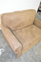 Pull-Out Love Seat