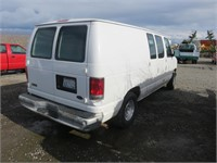 2001 Ford E-Series Cargo E-150 Full-Size Van