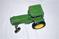 John Deere Die Cast Tractor - 1:16
