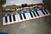 Gigantic Step & Play Piano