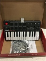 AKAI MPC ESSENTIALS COMPACT KEYBOARD