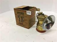 Auto light carbide lamp with box