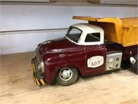Battery operated tin dump truck