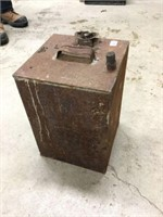 Early square oil can