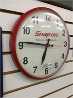 Snap – on battery operated clock working