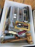 Tray of jackknives, pens & straight razor
