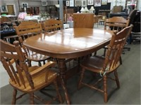 Oak double pedestal table with 6 chairs & 2 leaves