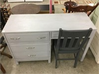 Single pedestal desk with chair