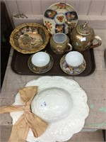 Tray of Oriental dishes & ceramic wall hat