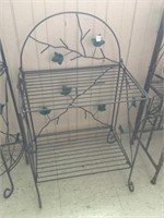 Metal shelf unit
