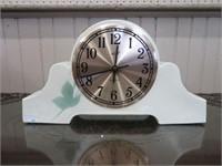 Quartz mantel clock