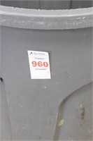 30 gal Rubbermaid Brute commercial rubbish bin