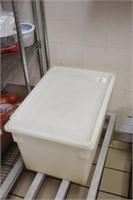 """18""""x26""""x15"""" poly storage tub with lid"""