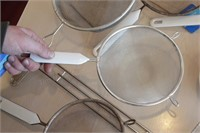 7 pc Strainers and Small Ceramic Bowl