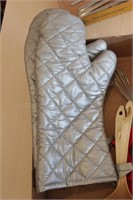 9 pc Oven Mitts, Thermometers, wisks and ladels
