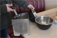 3 pc Mixing Bowls and Pasta Strainer