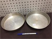 2 CAKE PANS