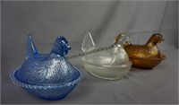 """Amber Blue and Clear 7"""" Hen on a Nest"""