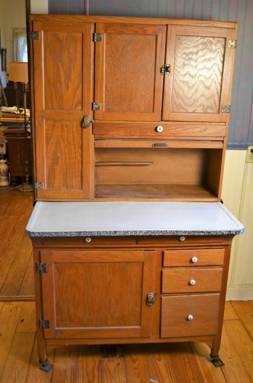 Stunning Hoosier Cabinet with Full Flour Bin & Sif | Tenn Auctions